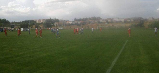 Veguellina y SD Ponferradina  'B' no fueron capaces de pasar del empate. / AF.