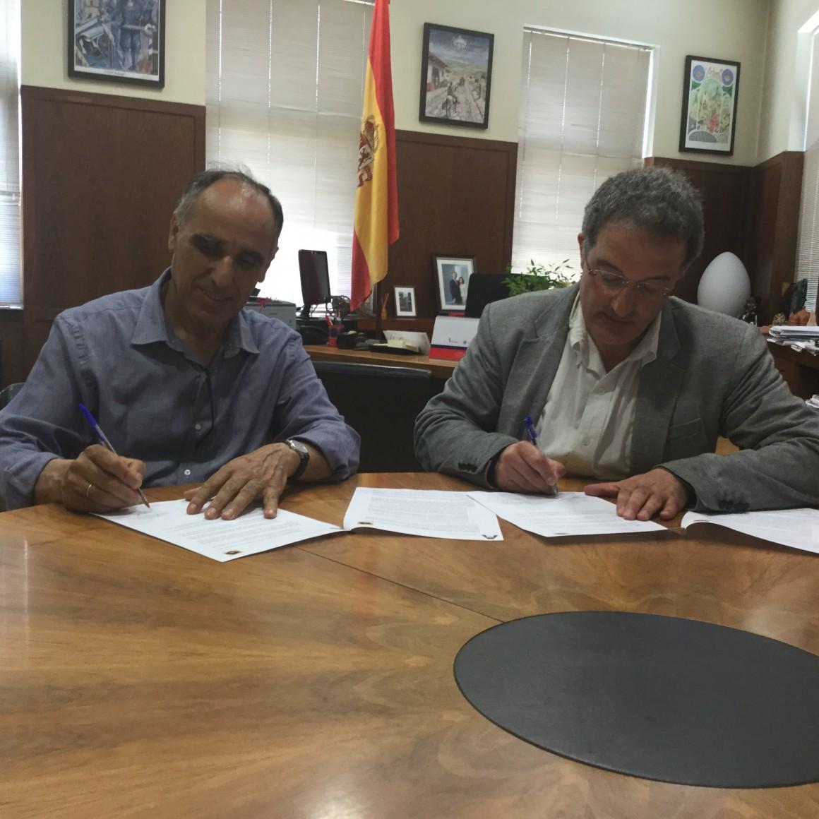 El ayuntamiento firma un convenio con la asociaci n amigos for Fuera de convenio 2017